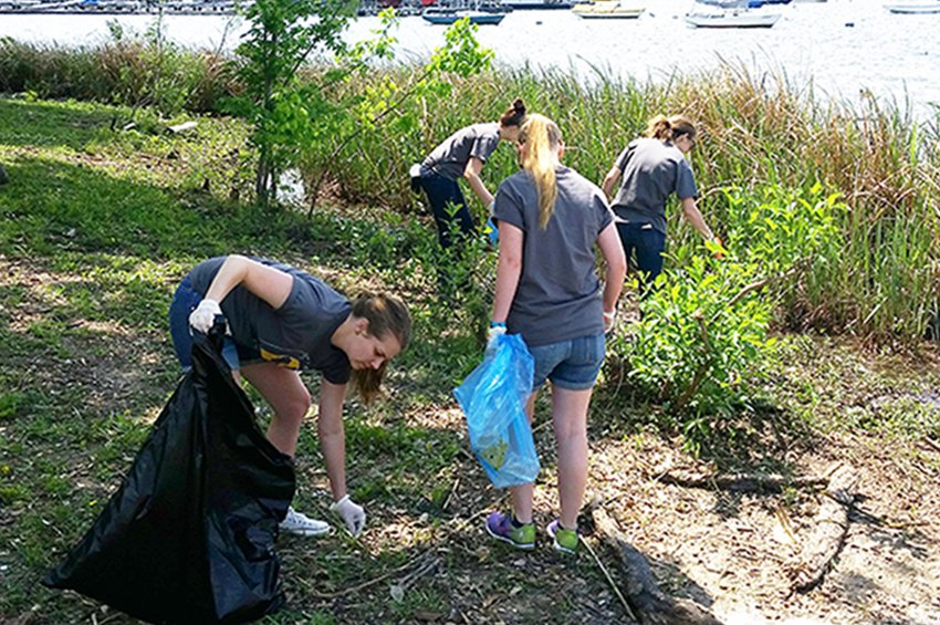 volunteers collect litter at White Rock Lake